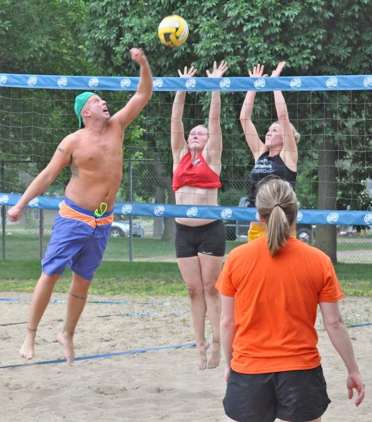 20140724_lir_VolleyballSpike